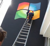 Pranksters Stick Huge Windows Logo on Apple Store [video]