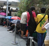 Singapore: Customers Line Up 8 Hours Early For Nokia Lumia 800