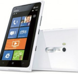 Introducing the White Nokia Lumia 900 – Live Large (video)