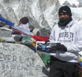 Man Only Needs His Nokia Lumia 800 Windows Phone to Climb Mount Everest