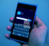 Is This a Nokia Lumia 900 Running Windows Phone 8? (Apollo)