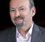 EA Games & Peter Moore Focusing on Windows and Windows Phone