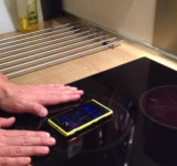 Lumia 920 Charging Wirelessly via Stove! (video)