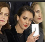 "Jessica Alba Shows Off New White Lumia 920 at ""Dior's show"" in Paris (video)"