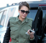 Jessica Alba Ditches Red, Now Rocking Out w/ Her New White Lumia 920 (Pic)