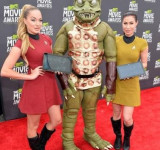 MTV Movie Awards: Windows Surfaces With Star Trek on Red Carpet