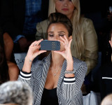 Jessica Alba and Windows Phone are No More – She Was Caught Using iPhone SMH